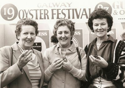 Ladies-with-oysters-at-marquee